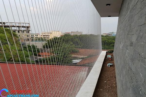 Các công trình phù hợp để lắp lưới an toàn cầu thang.Các công trình phù hợp để lắp lưới an toàn cầu thang.