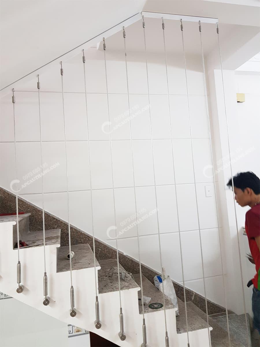 Cầu tạo cầu thang dây cáp treo